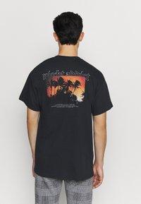 Night Addict - BURN - T-shirt med print - black - 0