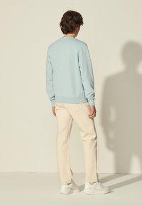 sandro - CREW UNISEX - Sweatshirt - bleu ciel - 2