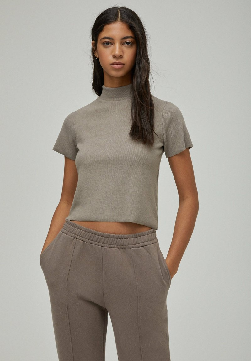 PULL&BEAR - Basic T-shirt - brown