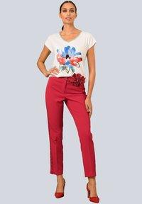 Alba Moda - Print T-shirt - weiß rot blau gelb - 1