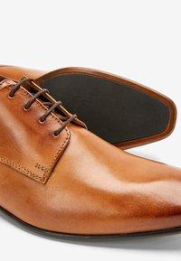 Next - TAN DERBY SHOES - Veterschoenen - mottled brown - 3
