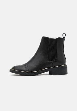 APPLE - Kotníkové boty - black