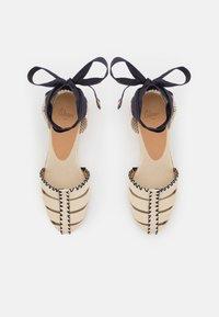 Castañer - CICI - Sandály na platformě - ivory - 5