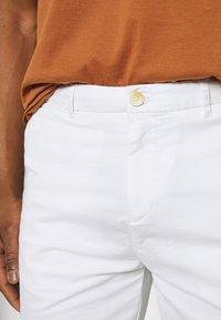 Scotch & Soda - STUART CLASSIC - Shorts - white - 4