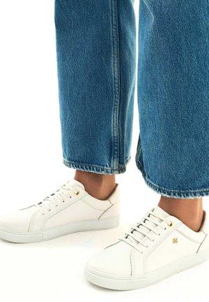 AMBROSINA  - Sneakersy niskie - white