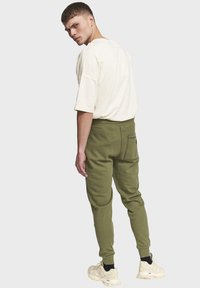 Redefined Rebel - DIEGO - Tracksuit bottoms - loden green - 2