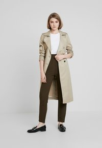 UNIQUE 21 - UTILITY STYLE MILITARY TROUSER - Trousers - green - 2