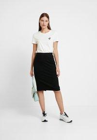 Selected Femme - SLFSHELLY PENCIL SKIRT - Pouzdrová sukně - black - 1