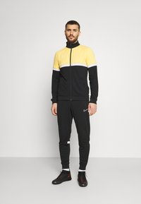 Nike Performance - ACADEMY SUIT - Träningsset - black/saturn gold/white - 5
