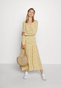 Monki - MINNA DRESS - Robe longue - yellow medium/dusty - 1