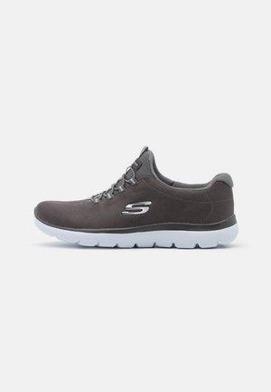 SUMMITS - Sneaker low - char