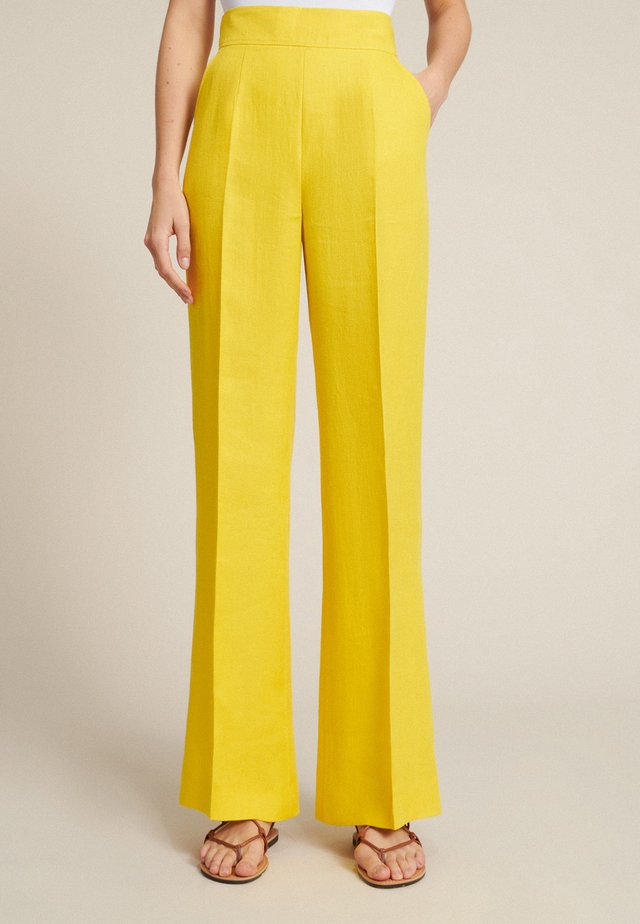 AMMISSIONE - Trousers - giallo