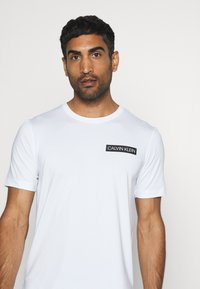 Calvin Klein Performance - SHORT SLEEVE - Print T-shirt - white - 3