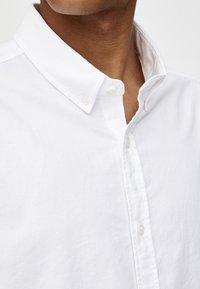 PULL&BEAR - BASIC - Hemd - white - 4
