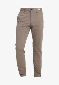 Tommy Hilfiger - DENTON - Chinos - walnut