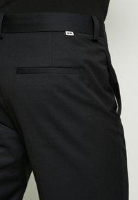 Wood Wood - TRISTAN TROUSERS - Pantalones - black - 5