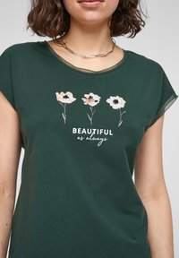 s.Oliver BLACK LABEL - Print T-shirt - dark green - 4