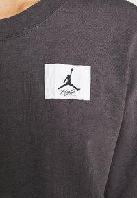 Jordan - W J ESSEN TEE - Basic T-shirt - thunder grey/heather black - 4