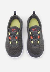 Nike Sportswear - AIR MAX MOTION 2 BTE - Sneakers basse - iron grey/bright crimson/limelight/white - 3