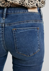 ONLY - ONLCORAL SUPERLOW - Vaqueros pitillo - dark blue denim - 5