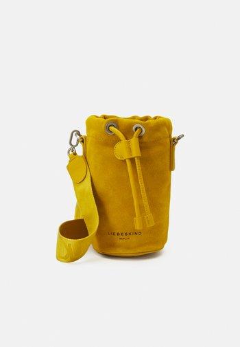 BUCKET BAG - Across body bag - cream gold