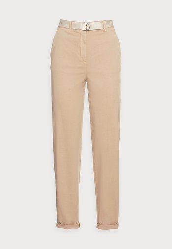 BLEND BELT TAPERED CHINO PANT - Chinos - beige