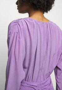 Iro - NONIE DRESS - Koktejlové šaty/ šaty na párty - lavender - 5