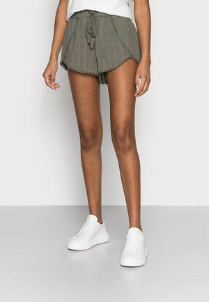 YASFULLA  PETITE - Shorts - olive night