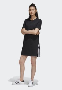 adidas Originals - ADICOLOR SPORTS INSPIRED REGULAR DRESS - Sukienka letnia - black/white - 1