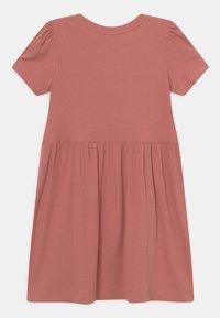 Name it - NMFHANILLA DRESS - Žerzejové šaty - desert sand - 1