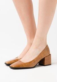 LAB - Classic heels - coco/whiskey - 0