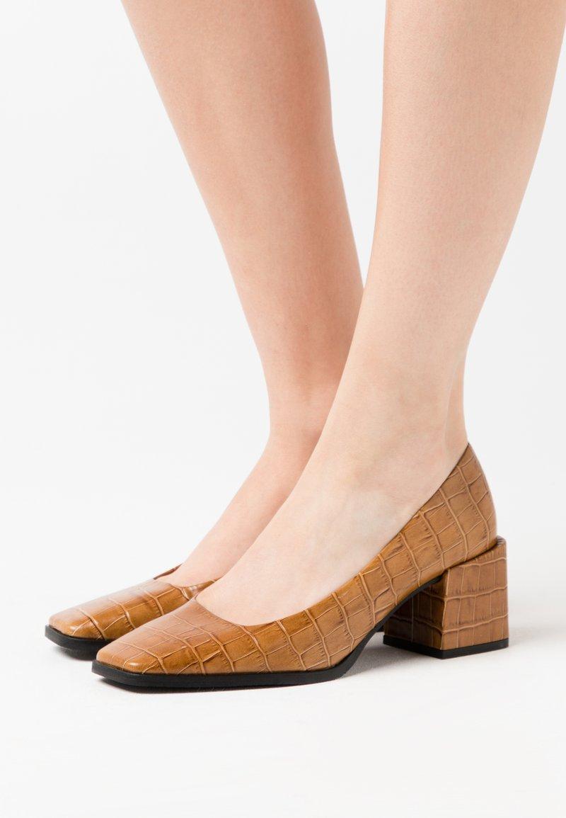 LAB - Classic heels - coco/whiskey