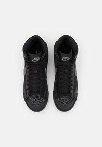 Nike Sportswear - BLAZER MID '77 UNISEX - Sneakersy wysokie - black/universe gold/metallic silver/sail/white - 3
