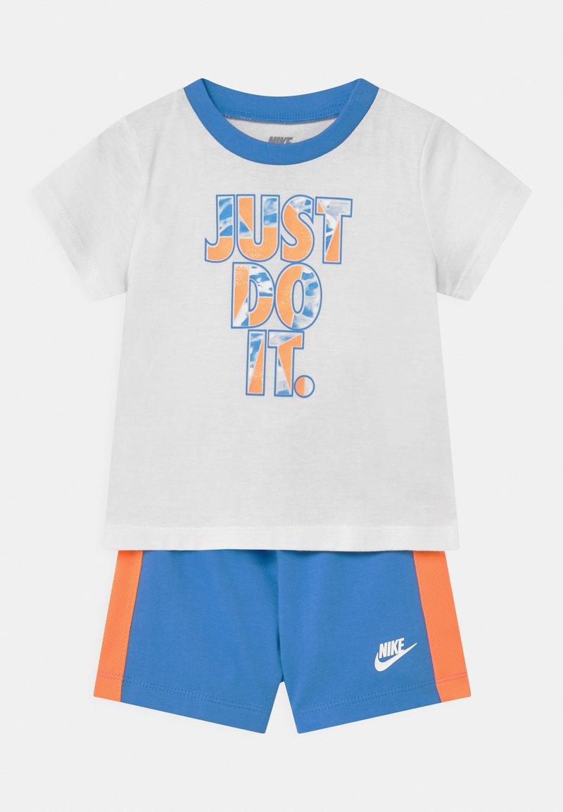 Nike Sportswear - TIDE POOL SET - T-shirt print - coast