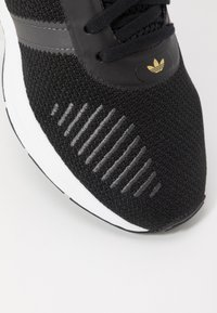 adidas Originals - SWIFT - Tenisky - clear black/grey six/footwear white - 2