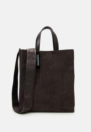 PAPER BAG M - Shopping Bag - dark chocolate brown