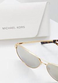 Michael Kors - Sluneční brýle - gold-coloured - 3