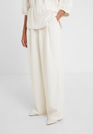 LULAS - Spodnie materiałowe - whisper white