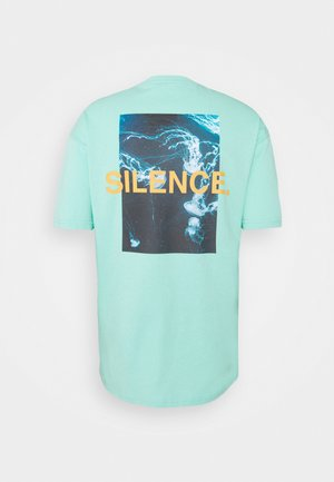 SILENCE WAVES - Print T-shirt - aruba blue