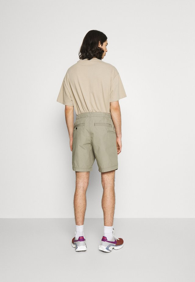 FRONT ARTWORK SPORT - Shorts - pabe poplin shamrock