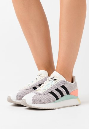 ANDRIDGE SPORTS INSPIRED SHOES - Tenisky - cloud white/clear black/chalk coral