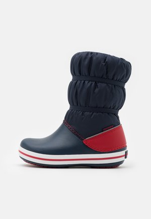 CROCBAND UNISEX - Winter boots - navy/red