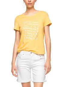 s.Oliver - MIT SOMMERLICHEM DRUCK - Print T-shirt - sunset yellow statement print - 4