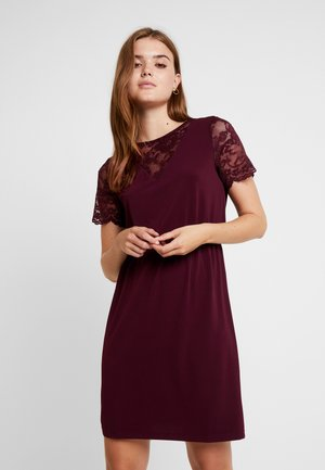 VMALBERTA DRESS - Jerseykjole - port royale