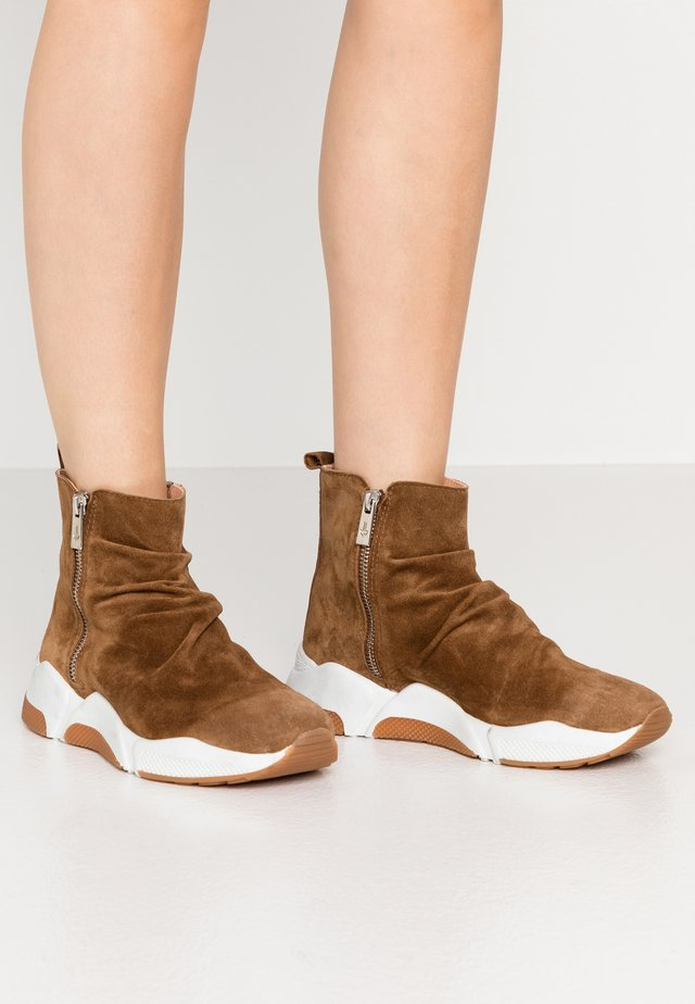 Ankle boots - tabac