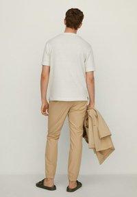 Mango - Basic T-shirt - cremeweiß - 2