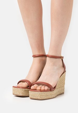 NUDIST WEDGE - Platform sandals - cardamom