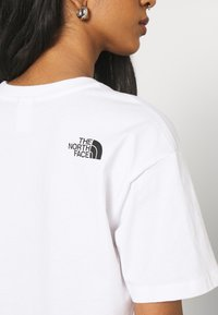 The North Face - CROPPED FINE TEE - T-shirt imprimé - white - 4