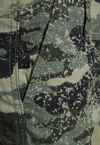 Produkt - CARGOSHORTS JUNIOR - Denim shorts - beetle - 2