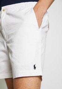 Polo Ralph Lauren - CFPREPSTERS FLAT - Shorts - white - 4